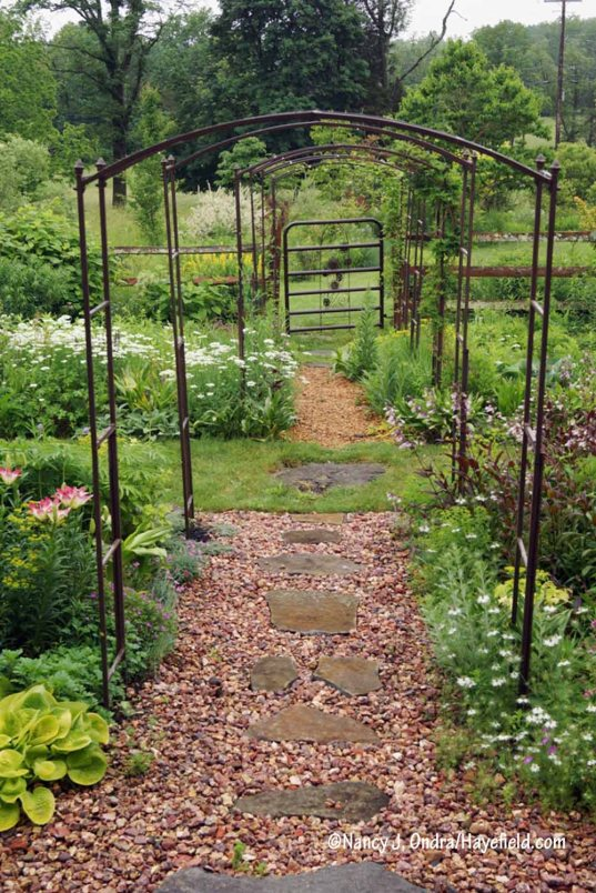 Arbor Path in the Side Garden [Nancy J. Ondra/Hayefield.com]